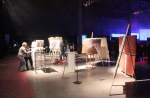 オークションにかけられるアート作品達。合計6,000万円の価値があるそうです。